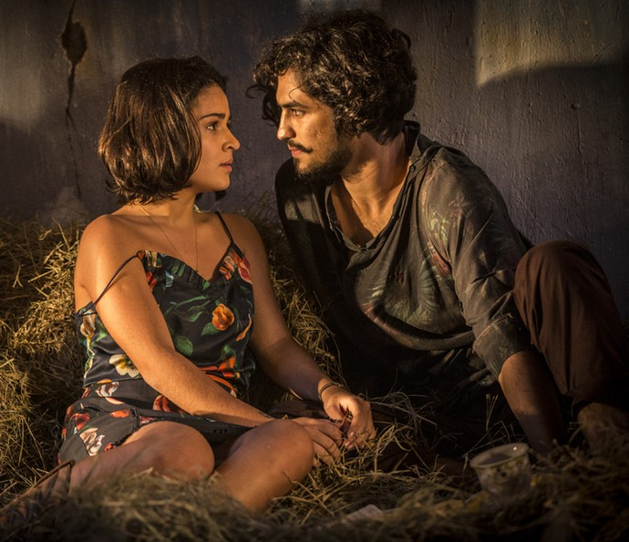 Miguel não vê a hora de assumir sua relação com Olívia (Foto: Inácio Moraes/ Gshow)