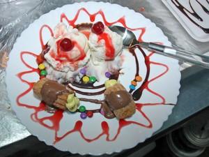 Churros com recheio de cupuaçu e sorvete venceu na categoria doces do Festival de Taquaruçu (Foto: Antônio Gonçalves)