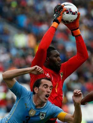 Duwayne e Godin Uruguai x Jamaica (Foto: AP )