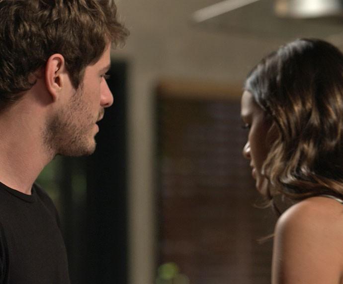 O arquiteto tenta se explicar, mas Mari não dá ouvidos (Foto: TV Globo)