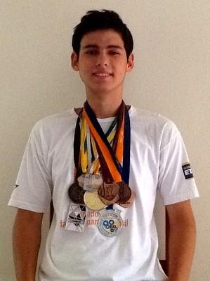 Marcos De Luca conquistou cinco medalhas em olimpíadas de conhecimento (Foto: Marcos De Luca/Arquivo Pessoal)