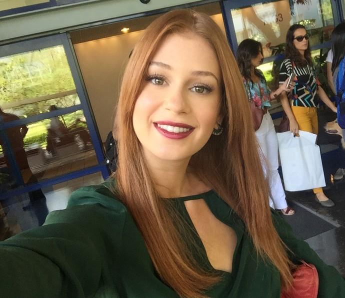 Marina Ruy Barbosa faz selfie após participar do 'Encontro' (Foto: Gshow)