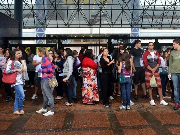 Mais de 45 mil candidatos prestam exame nesta segunda fase do vestibular (Foto: Felipe Turioni/G1)