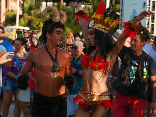 ode  Ioiô (Bruno Gomes) e Iracema (travestida Yasmin Shirran) (Foto: Raquel Araújo/Divulgação)