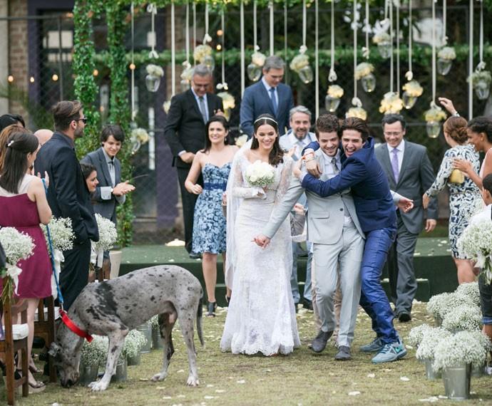 Lindomar se empolgou e saiu junto com os noivos! (Foto: Isabella Pinheiro/Gshow)