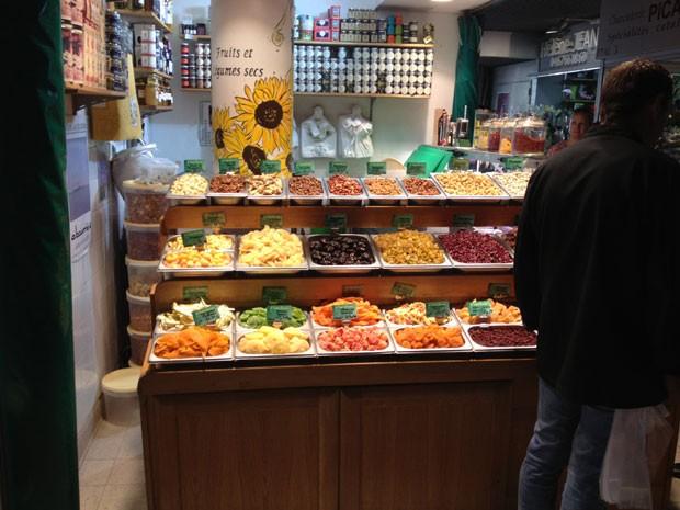 Banca de frutas cristalizadas (Foto: Mariana Zanon)