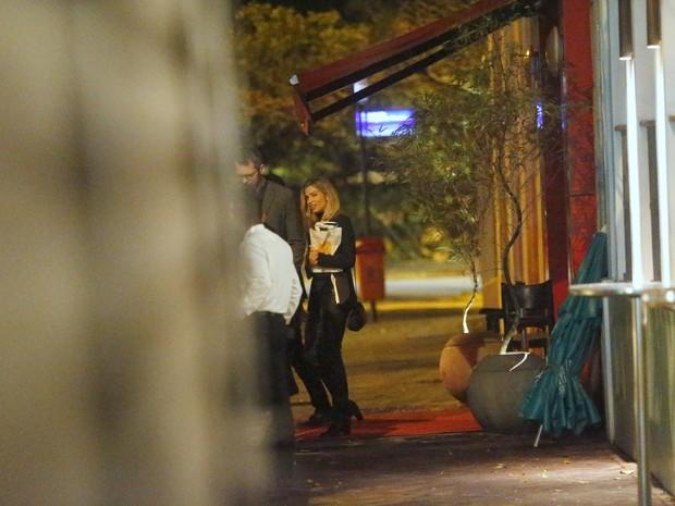 Grazi Massafera deixa restaurante na Lagoa, Zona Sul do Rio (Foto: Marcello Sá Barretto/ Ag. News)