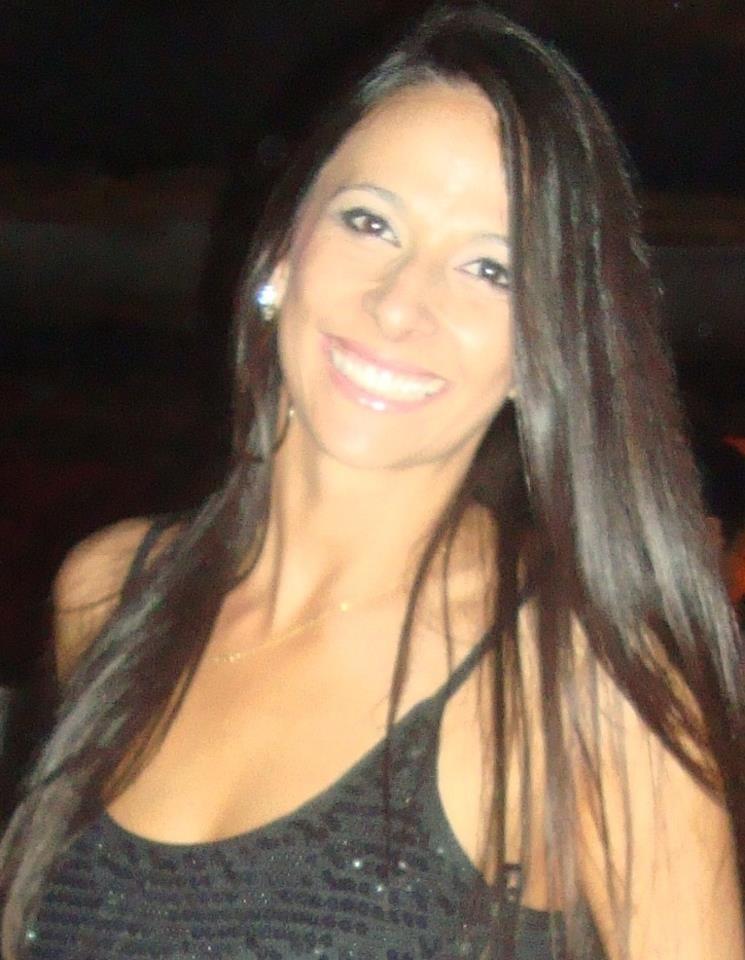 Maristela perdeu um dos seios e teve queimaduras no joelho, pernas e outras partes do corpo (Foto: Arquivo Pessoal/Divulgação)