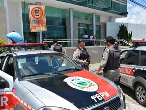 Polícia Militar realizou rondas após assalto em banco no bairro da Torre, em João Pessoa (Foto: Walter Paparazzo/G1)
