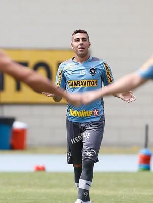 Gabriel no treino do Botafogo (Foto: Alexandre Cassiano / Ag. O Globo)