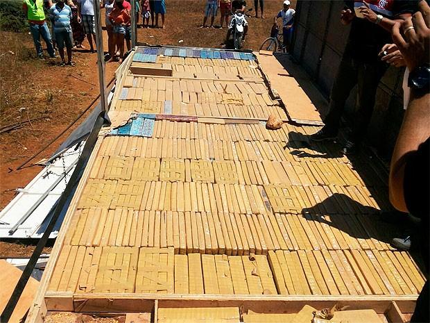 Carreta com três toneladas de maconha (Foto: Divulgação/PM)