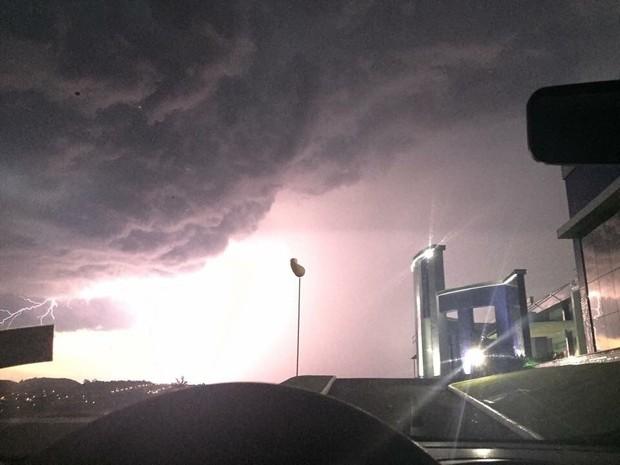 O internauta Fábio Moschen registrou a chegada da tempestade em Dois Vizinhos, no sudoeste do Paraná (Foto: Fábio Moschen / Arquivo Pessoal)
