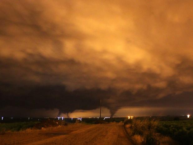 Caçador de tornados registrou formação de nuvens funil em Marialva (Foto: Arquivo pessoal/Acácio Cordioli)