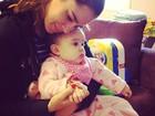 Vera Viel faz chamego na filha caçula: 'Ninguém me tira daqui'