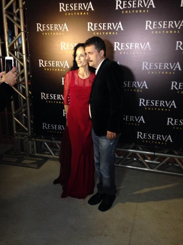 Sônia Braga usa vestido vermelho (Foto: Rafael Godinho)