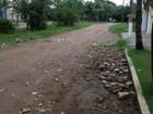 Rua com lixo e esgoto entupido preocupa moradores em Guarujá