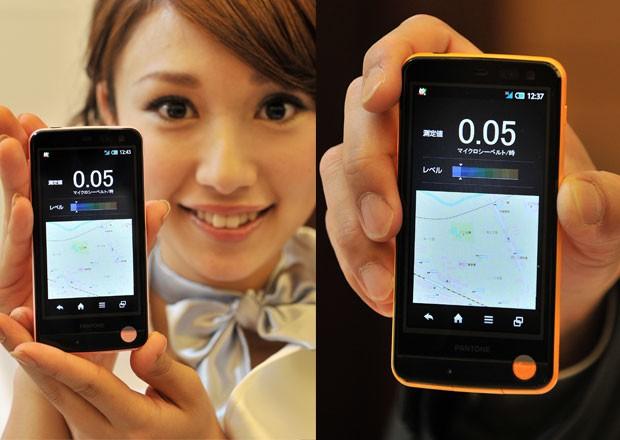Smartphone é o primeiro com detector de radiação a ser lançado no mercado (Foto: Yoshikazu Tsuno/AFP)