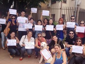 Membros da ONG realizaram protesto em frente ao prédio do Ciosp do Pacoval (Foto: Cassio Albuquerque/G1)