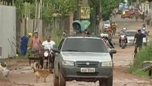 Lama e buracos tomam conta de rua no Tenoné (Reprodução/ TV liberal)