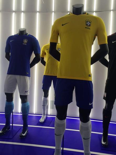FOTOS  veja detalhes das novas camisas da seleção brasileira - fotos em seleção  brasileira cb1cb4624a166