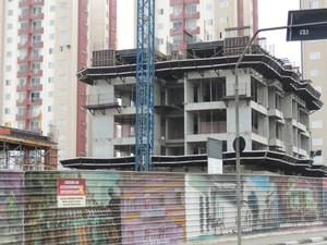 Barulho em obras no Socorro incomodam moradores de condomínio, em Mogi. (Foto: Pedro Carlos Leite/G1)