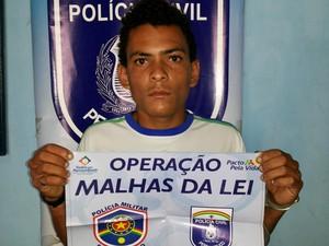 """Suspeito seria integrante do grupo de """"Neguinho de Quipapá"""", que já está preso. (Foto: Divulgação/ Polícia Civil)"""