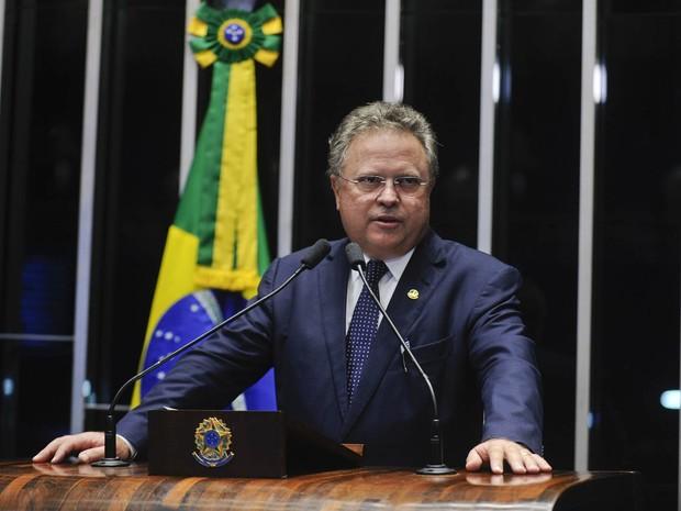 O senador Blairo Maggi (PR-MT) discursa na sessão da votação do processo de impeachment da presidente Dilma no Senado, em Brasília (Foto: Marcos Oliveira/Agência Senado)