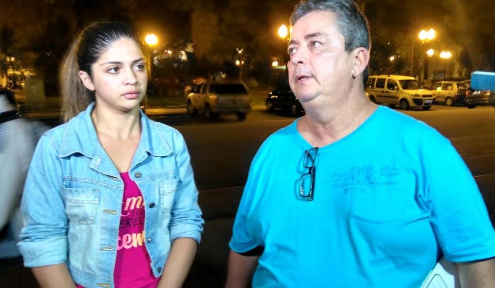 Erika, irmã de Gloria, e conselheiro tutelar após depoimentos em Santos (Foto: José Claudio Pimentel/G1)
