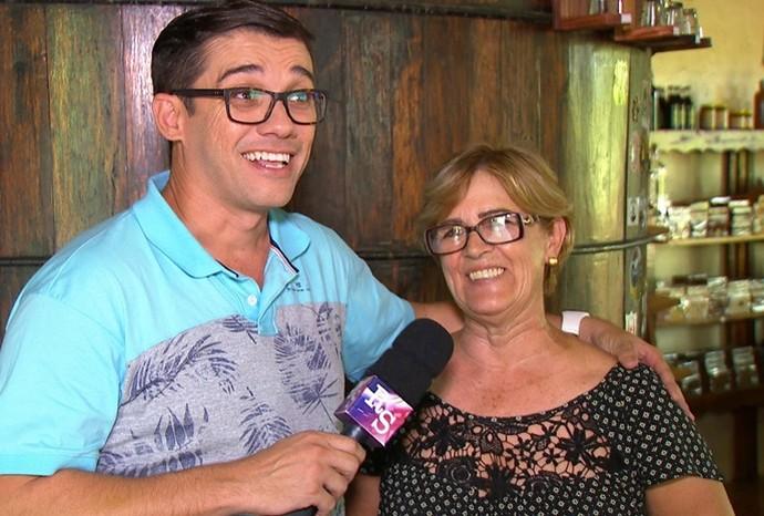 Maria Helena ajudou o Marcão nas explicações do processo (Foto: Reprodução / TV TEM)