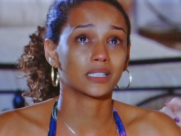 Penha sofre por causa de Sandro (Foto: Cheias de Charme / TV Globo)