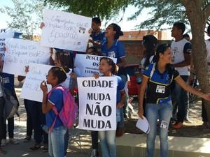 Alunos apoiam a mobilização dos professores em Araripina (Foto: Ednardo Blast/ TV Grande Rio)