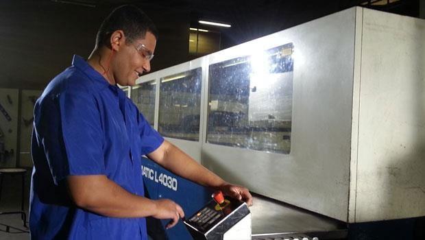 Operário fábrica (Foto: Divulgação/RPC TV)