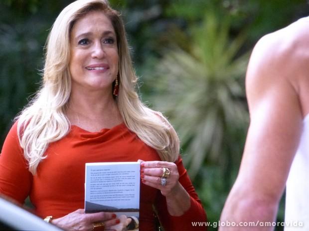 Pilar aceita convite de Maciel (Foto: Amor à Vida/ TV Globo)
