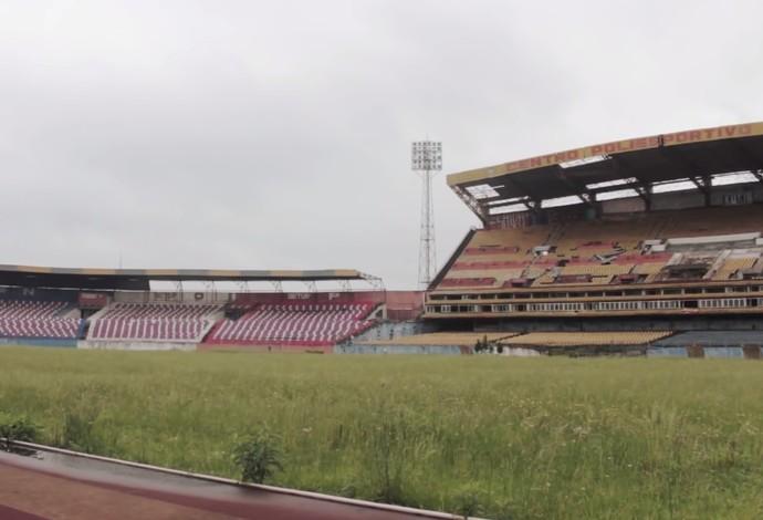 """Documentário """"Pinheirão: memórias de um gigante"""" traz cenas inéditas do abandono do estádio (Foto: Reprodução)"""