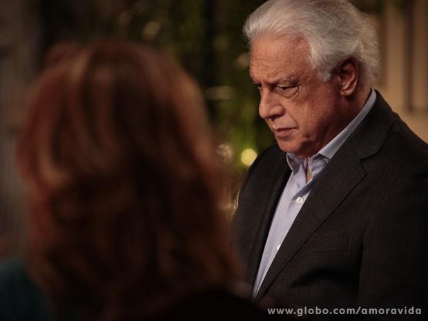 César cabisbaixo por ter sido exposto (Foto: Pedro Curi/TV Globo)