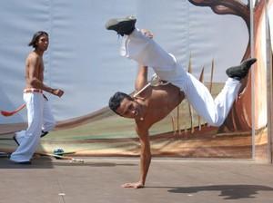 Jucelino em ação numa roda de capoeira (Foto: Divulgação)