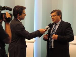 Daniel Alonso concedeu entrevista à TV TEM após o debate dos candidatos à prefeitura de Marília (Foto: Heloísa Casonato/G1)