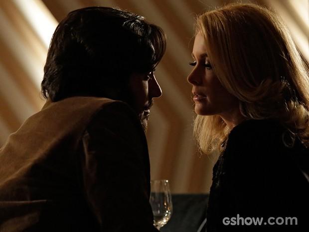 Herval diz a Pamela que quer ser mais do que um amigo para ela (Foto: Fábio Rocha / TV Globo)