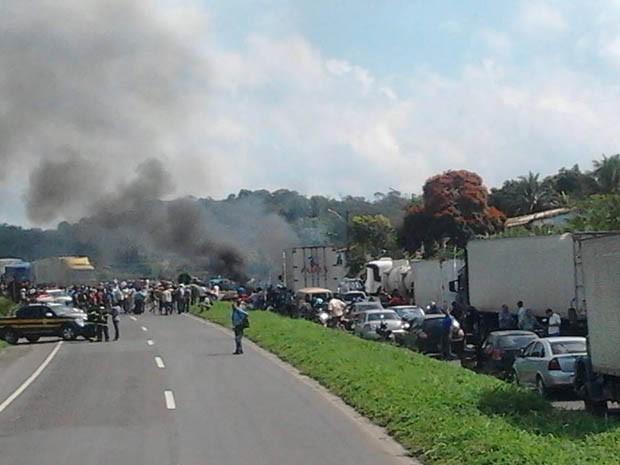 BR-324 é fechada em protesto e tem 20 km de congestionamento, diz PRF (Foto: Arquivo Pessoal)