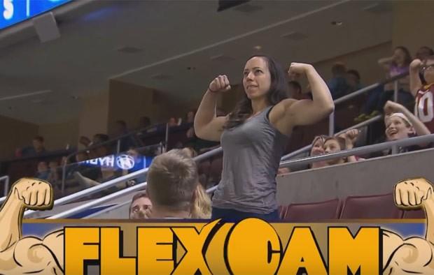 Mulher exibiu músculos avantajados e ridicularizou homem (Foto: Reprodução/YouTube/Phillysoulfootball)