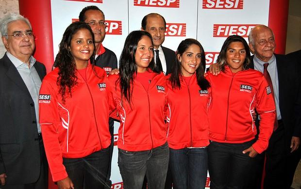 equipe no lançamento da equipe do SESI de natação (Foto: João Gabriel)