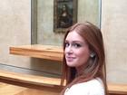 Marina Ruy Barbosa curte férias e posa em frente à Mona Lisa