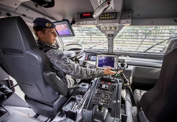 Os veículos blindados foram fabricados em Israel e trazidos ao Brasil pela empresa Plasan, que treinou os policiais do Choque durante 10 dias (Foto: Daniel Guimarães/SSSP)
