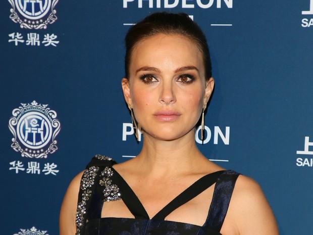 Natalie Portman em premiação em Los Angeles, nos Estados Unidos (Foto: JB Lacroix/ Getty Images)
