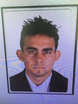 Edivan dos Santos Martins, de 26 anos, é procurado pela polícia pelo sequestro da mulher (Foto: Polícia Civil / Divulgação)