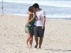 Polliana Aleixo e Bruno Gissoni gravam últimas cenas de Bárbara e André em praia