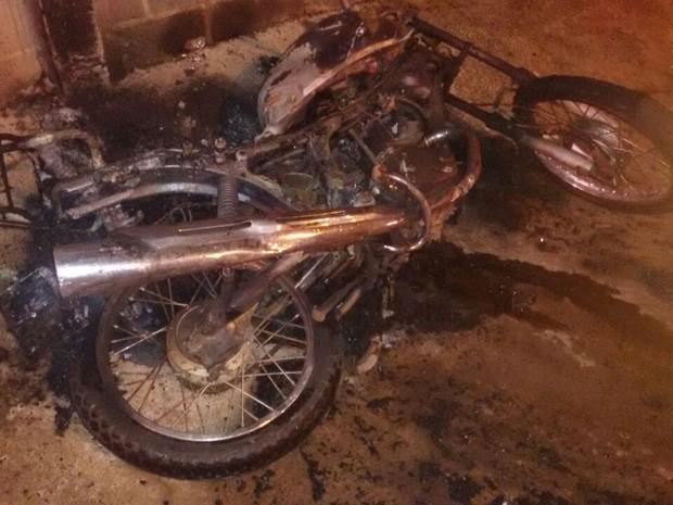 Acidente entre moto e viatura da PM em Uberlândia (Foto: CBMMG/Divulgação)