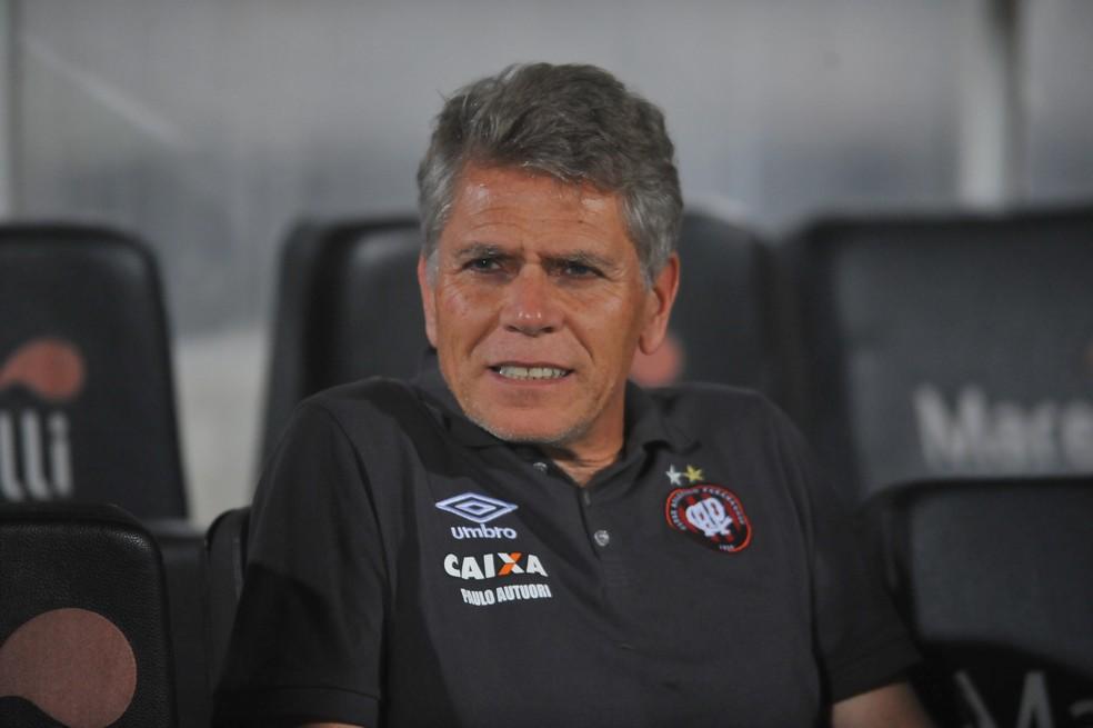 Paulo Autuori passou para a direção de futebol do Atlético-PR (Foto: Aldo Carneiro / Pernambuco Press)