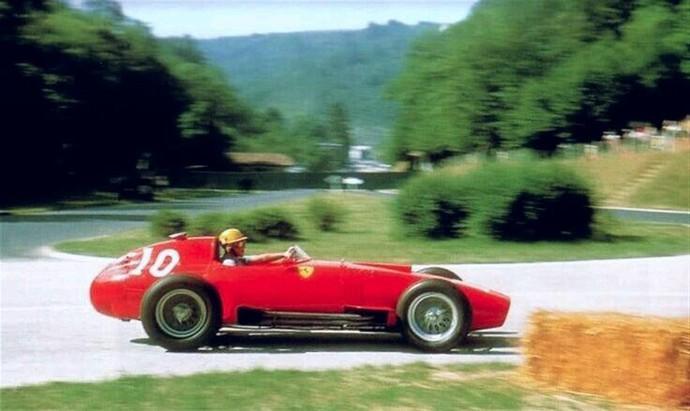O italiano Luigi Musso era piloto da Ferrari e morreu aos 33 anos, após acidente no GP da França de 1958 (Foto: Reprodução / Twitter)