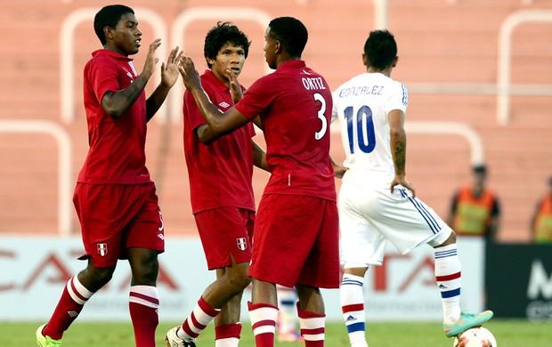 Miguel Araujo comemora gol do Peru sobre o Paraguai sub-20 (Foto: AFP)